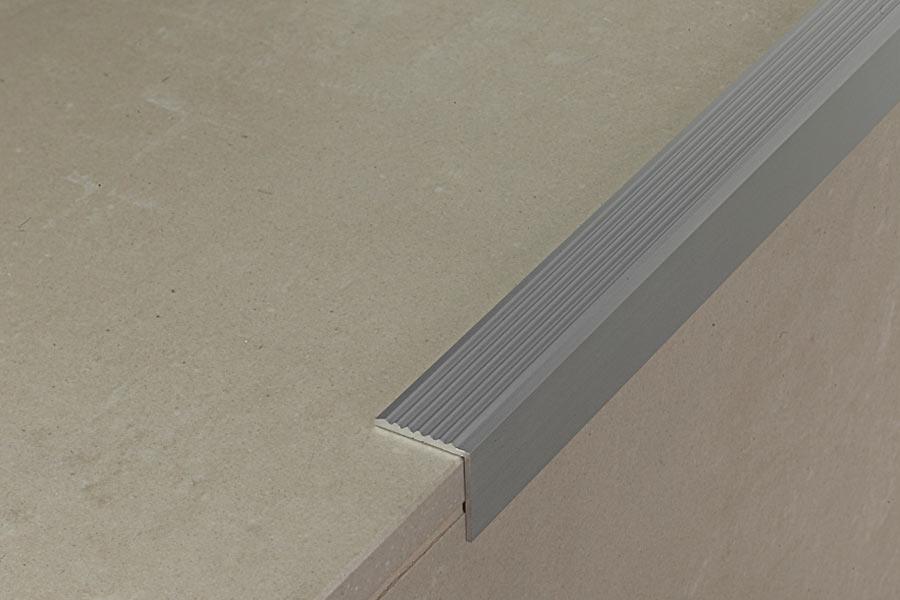 Profilo per scale pro87 for Profili per gradini in acciaio
